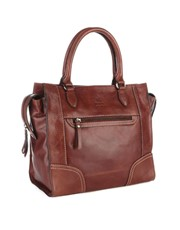 This classy tote is no stranger to the admiring lo