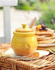 The perfect gift, a Le Creuset honey pot and dippe