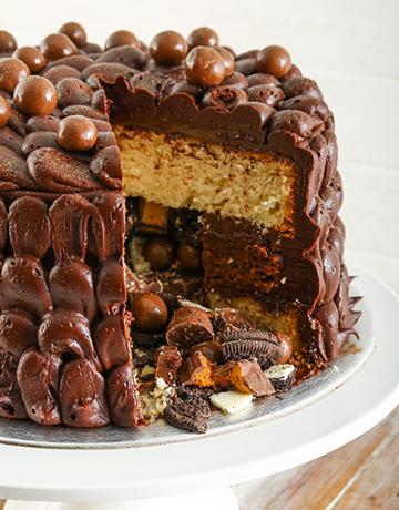 cakes: Chocolaty Chocolate Pinata Cake 20cm!