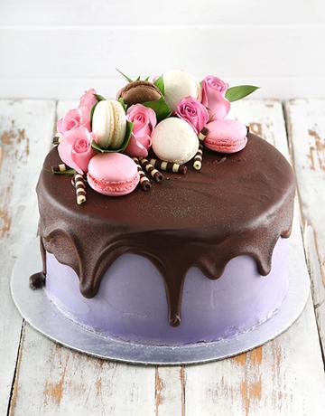 cakes: Lilac Macaroon Cake!