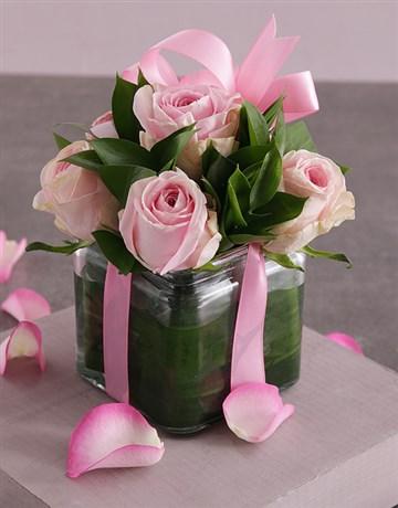 spring-day: Light Pink Roses in a Vase!