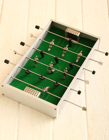 gadgets: Mini Foosball Hamper!