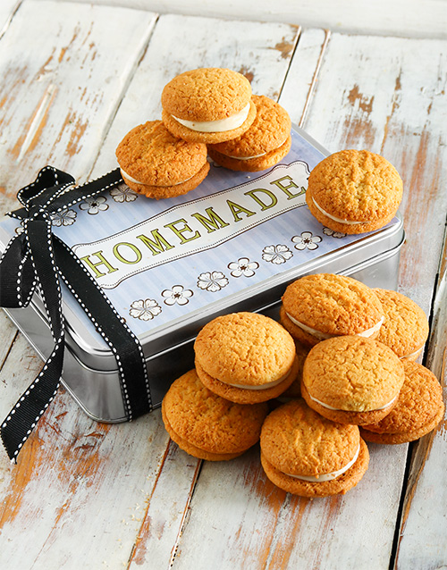 cookies-and-biscuits: Carrot Cake Cookie Sandwich Tin!