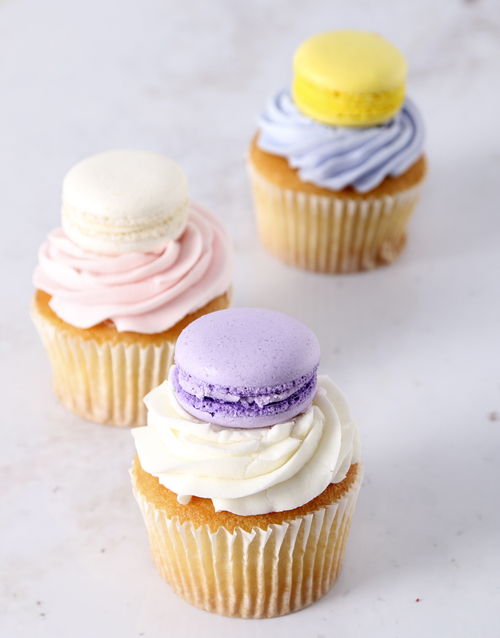 birthday: Le Petite Macaroon Cupcakes!