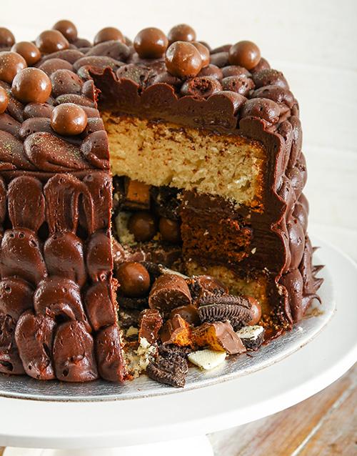 cakes: Chocolaty Chocolate Pinata Cake !