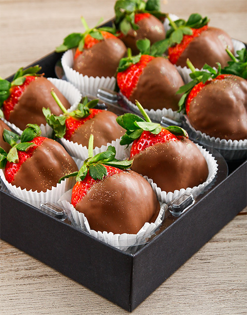 dipped-strawberries: Milk Chocolate Dipped Strawberry Delight!