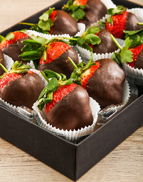 valentines-day: Sinful Dark Chocolate Dipped Strawberries!