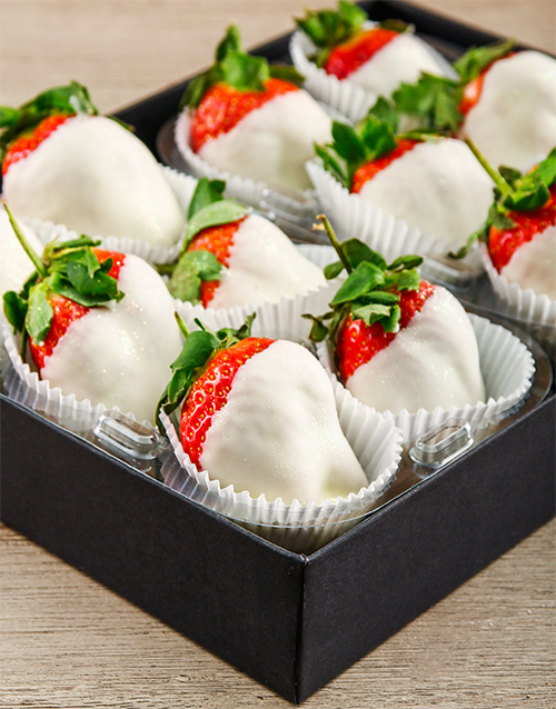 dipped-strawberries: Dreamy White Chocolate Dipped Strawberries!