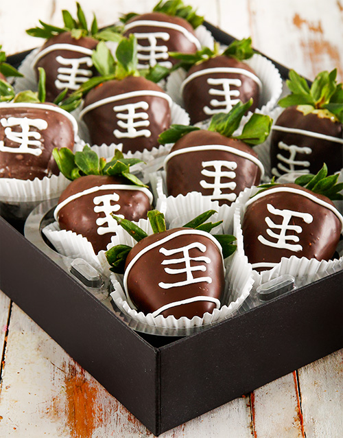 dipped-strawberries: Rugby Ball Dipped Strawberries!