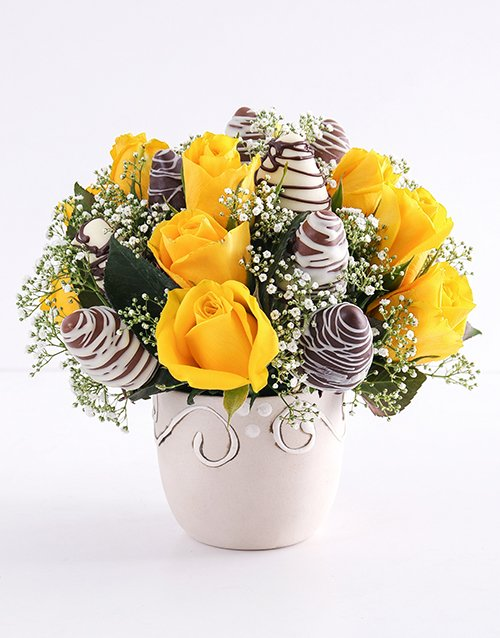 dipped-strawberries: Yellow Happiness Strawberry and Rose Bouquet!