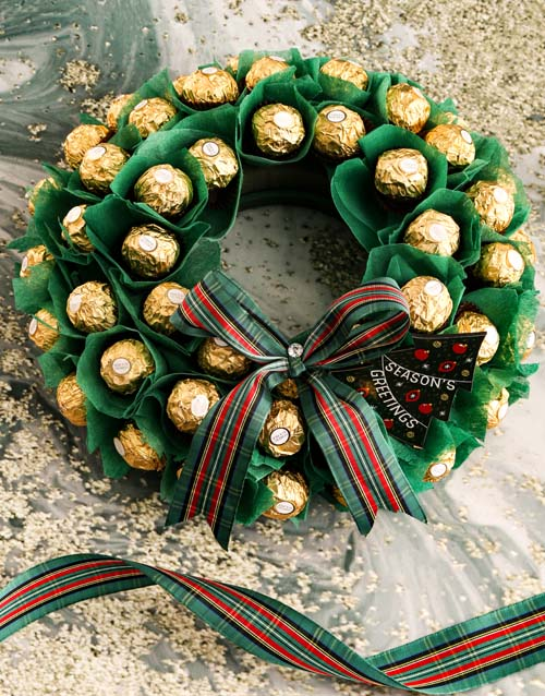 edible-arrangments: Wondrous Festive Wreath!