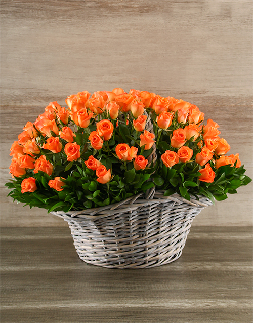 luxury: 100 Vibrant Orange Roses in a Basket!