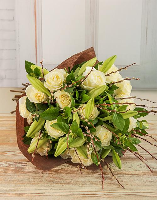colour: Amor Vittone Whimsical White Bouquet!