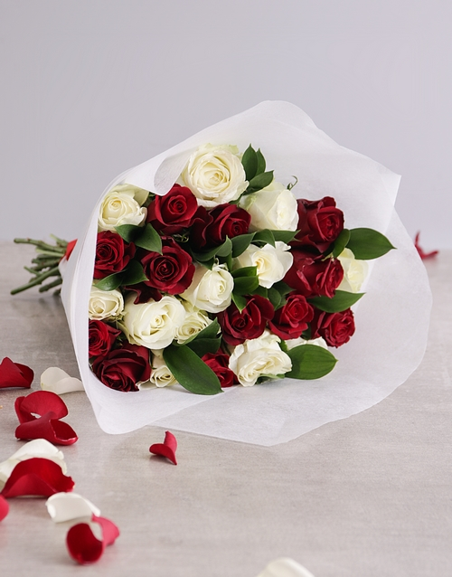 colour: Queen of Hearts Rose Bouquet!