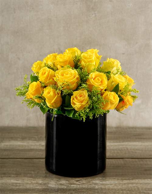 colour: Yellow Roses in Short Black Vase!
