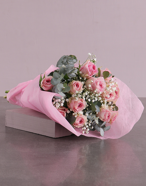 colour: Pink Roses Bouquet in Pink Paper!