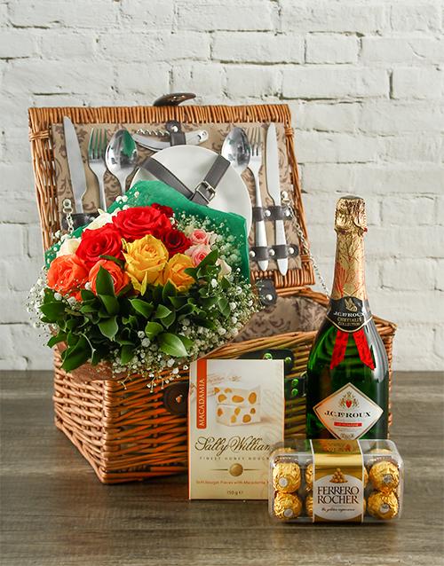 gourmet: True Romantic Mixed Roses Picnic Hamper!