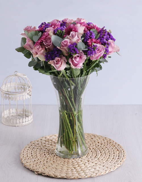 mixed: Roses & Sprays in Clear Flair Vase!