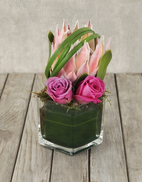 seasonal: King Protea Glam Vase!