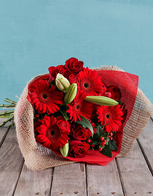 year-end: Radiant Reds Bouquet!