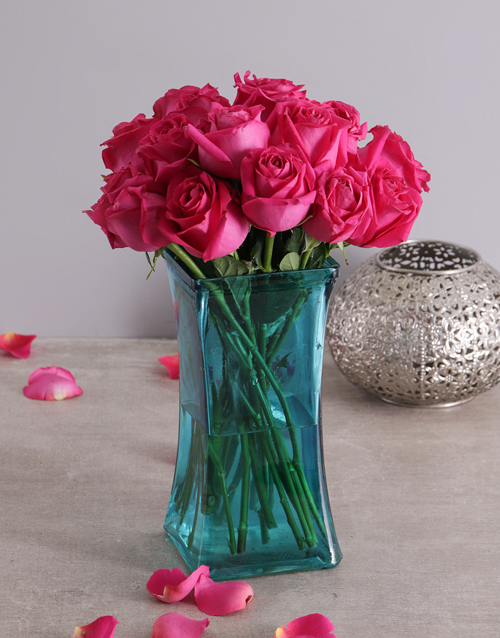 coloured-vases: Captivating Pink Floral Arrangement!