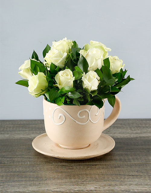 colour: White Roses in a Teacup!