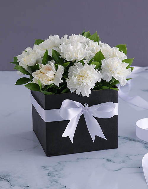 christmas: Formal Carnations in a Box!