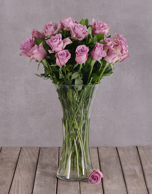 roses: Elegant Flair of Lilac Roses in a Vase!