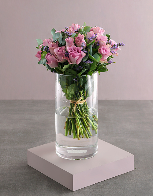 roses: Lilac Roses In Clear Vase!