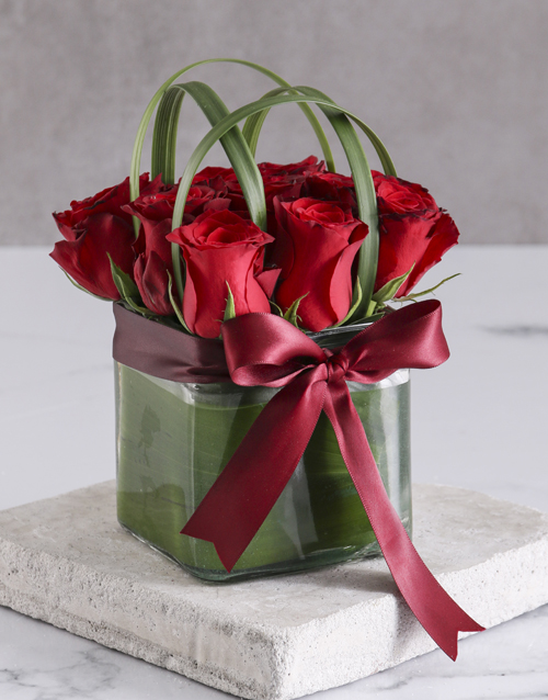 colour: Elegant Red Roses In Clear Square Vase!