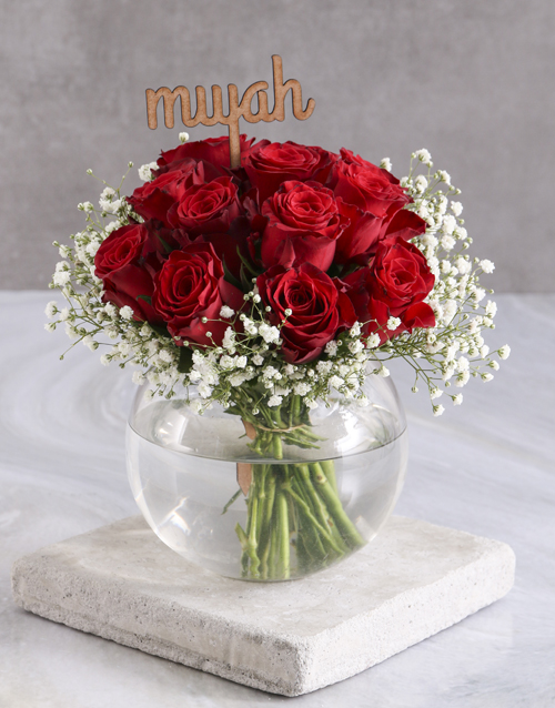 colour: Smooch Red Roses In Fish Bowl!