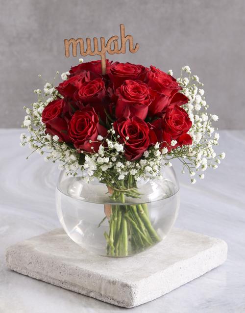 vase: Smooch Red Roses In Fish Bowl!