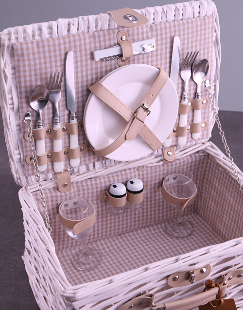 christmas: Personalised InitialsWreath White Picnic Basket!