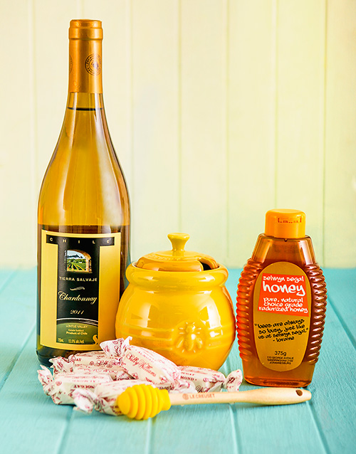 homeware: Le Creuset Honey Pot with Kosher Wine and Honey!