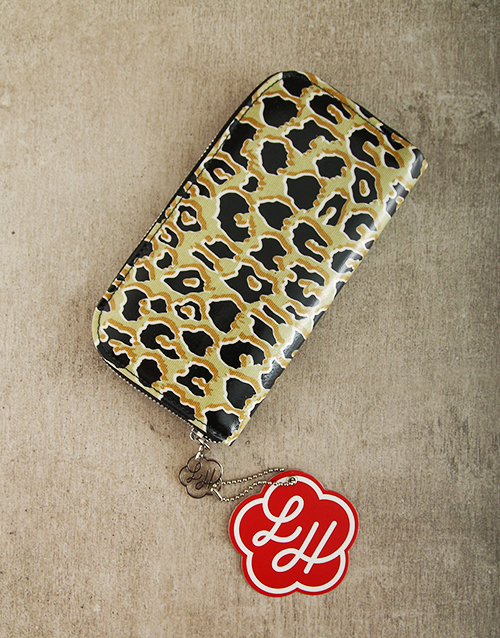 apparel: Lou Harvey Feline Zip Purse!