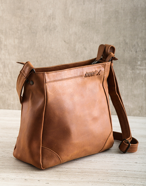 apparel: Jinger Jack Montreal Handbag!