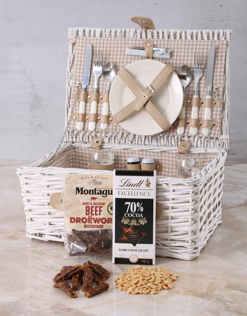 gourmet: Delightful Snack Attack Picnic Basket!
