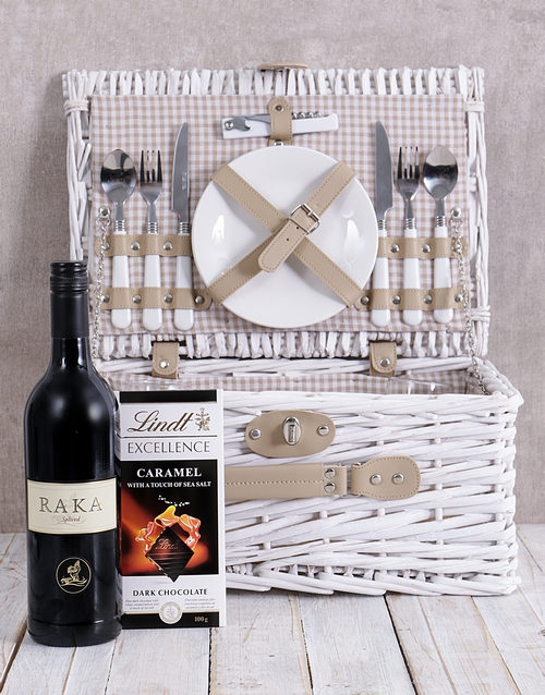 christmas: Raka Spiced Red and Lindt Picnic Basket!