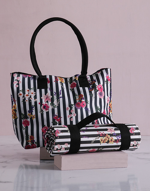 apparel: Floral Sriped Tote Bag With Mat!