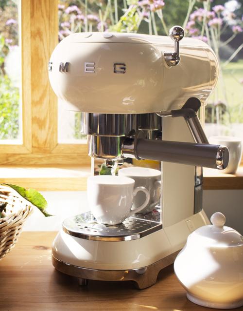 christmas: SMEG Retro Espresso Coffee Machine Creme!