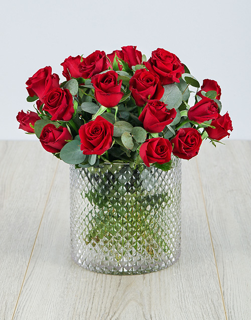 roses: Red Roses in a Diamond Cylinder Vase !
