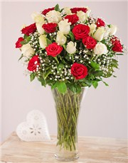 Picture of Red and White Roses in a Vase!
