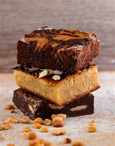bakery: The Favourites Brownie and Blondie Combo Box!