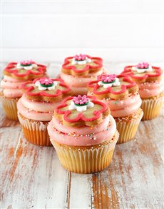 bakery: Strawberry Milkshake Flower Cupcakes!