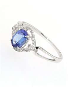 jewellery: 9kt Tanzanite and 32 Round Diamond Ring!