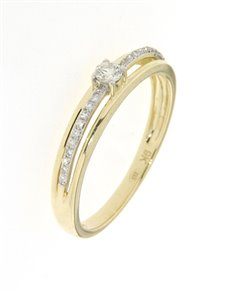 jewellery: 9kt Round Brilliant Cut Yellow Gold Diamond Ring!