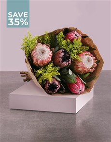 flowers: Bouquet Of Mixed And Pretty Proteas!