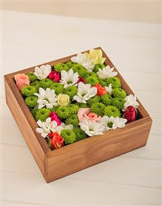 flowers: Wooden Crate of Mixed Roses and Sprays!