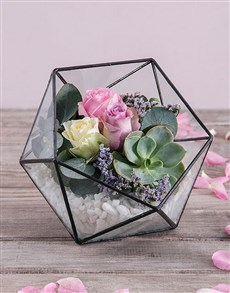 flowers: Captivating Roses in Terrarium!