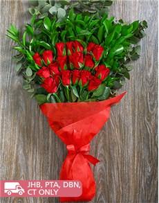 flowers: Glowing Heart Rose Bouquet!